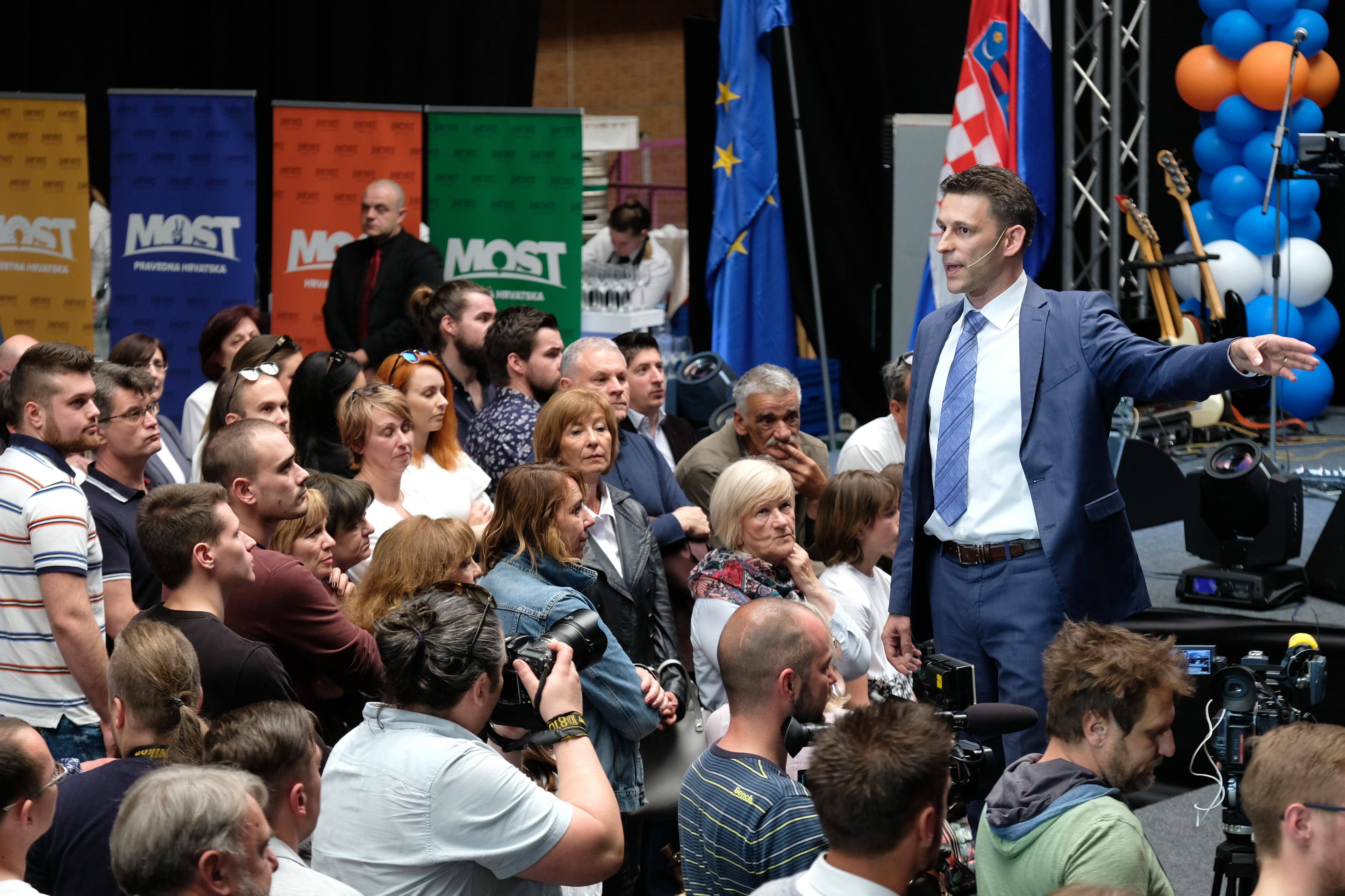 PETROV 'Idemo po dva mandata, borit ćemo se za hrvatske interese'