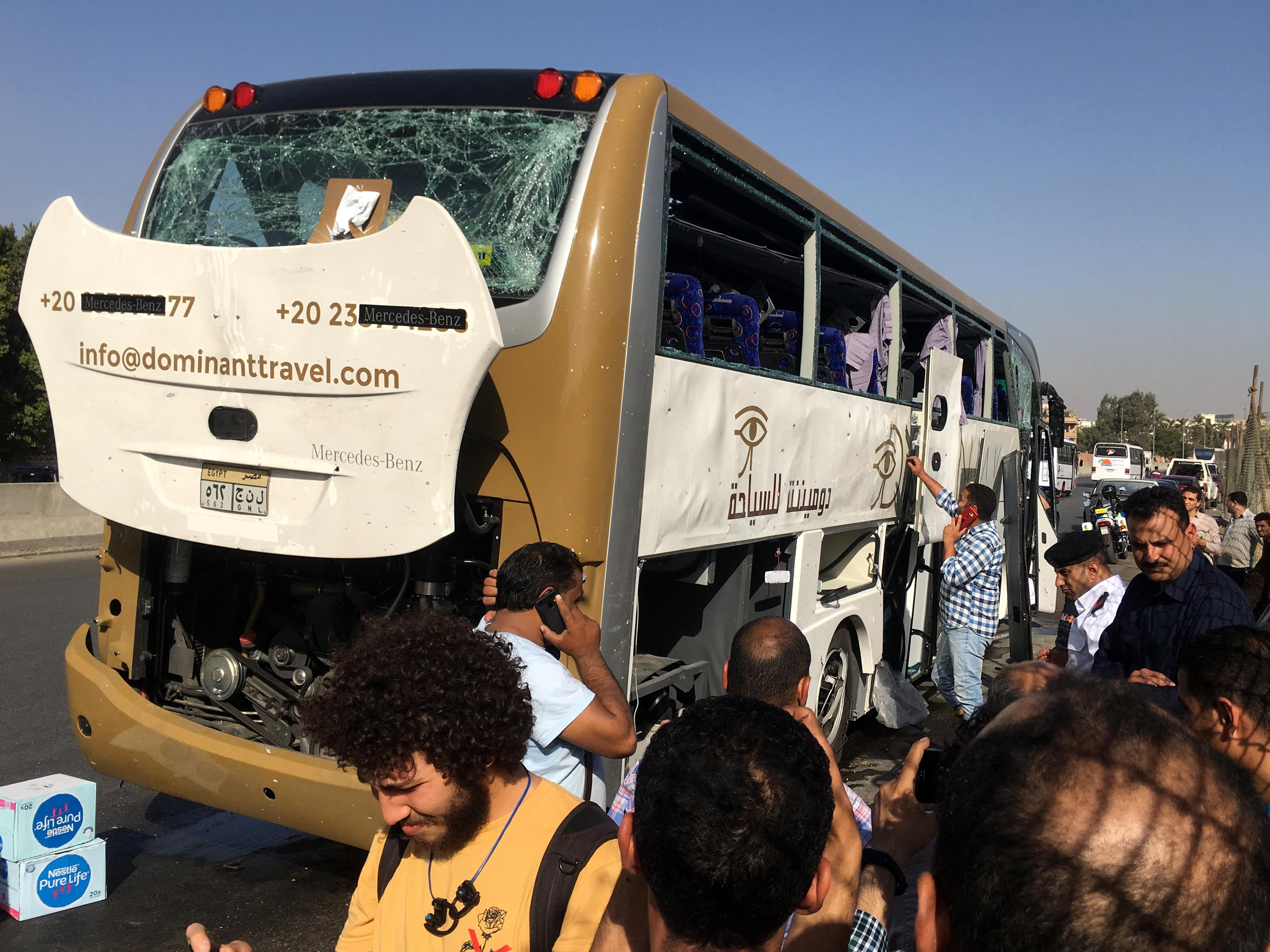 U bombaškom napadu na turistički autobus u Gizi 17 ozlijeđenih