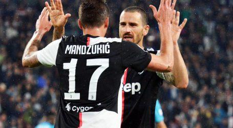 Mandžukić spasio Juve, Napoli 'razbio' Inter