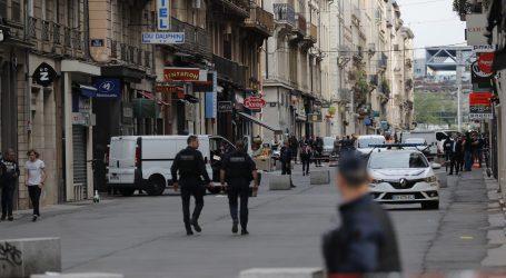 Policija nastavlja potragu za muškarcem koji je podmetnuo eksploziv u Lyonu