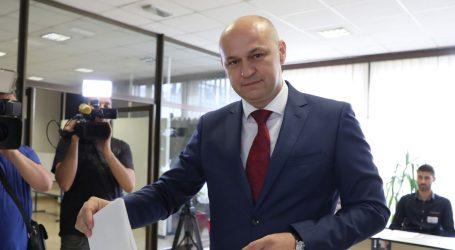UŽIVO: Kolakušić se obratio medijima, sastaje se Predsjedništvo HDZ-a