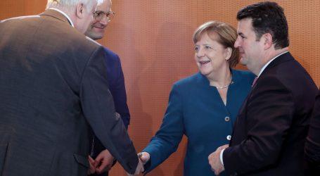 Njemački građani sumnjičavi glede Merkeline nasljednice, kancelarka je brani