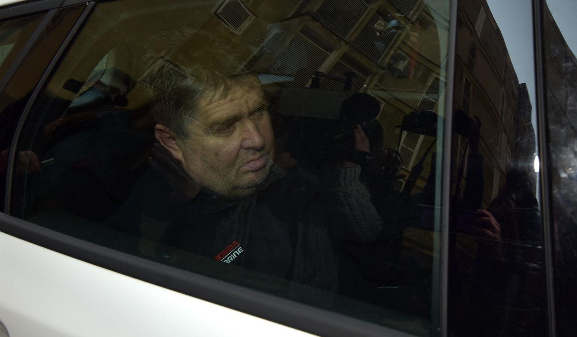 Ocu koji je bacio djecu s balkona produljen pritvor dva mjeseca