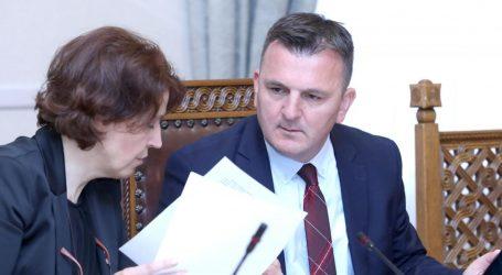 Šef splitskog HDZ-a optužio Pamelu Anderson za specijalni rat protiv RH