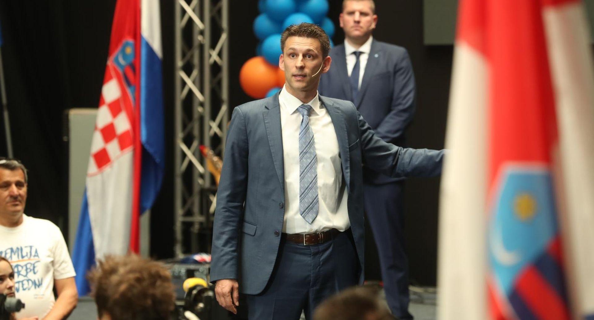"""PETROV """"Želim Hrvatsku u kojoj ne treba partijska knjižica"""""""