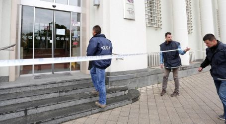 Opljačkana banka u Karlovcu, naoružani razbojnik pobjegao