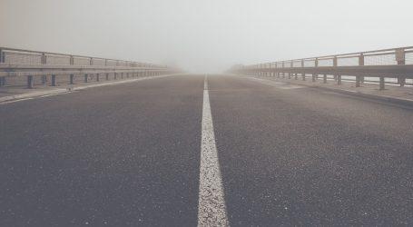Kolnici skliski i mokri, magla smanjuje vidljivost