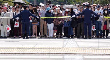 Novi japanski car prvi put pozdravio građane