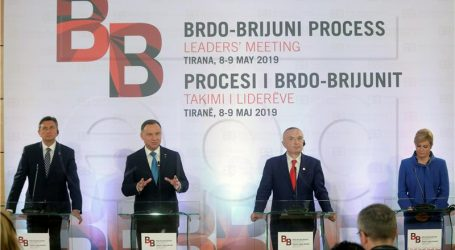 Grabar-Kitarović održala bilateralni sastanak s Dudom