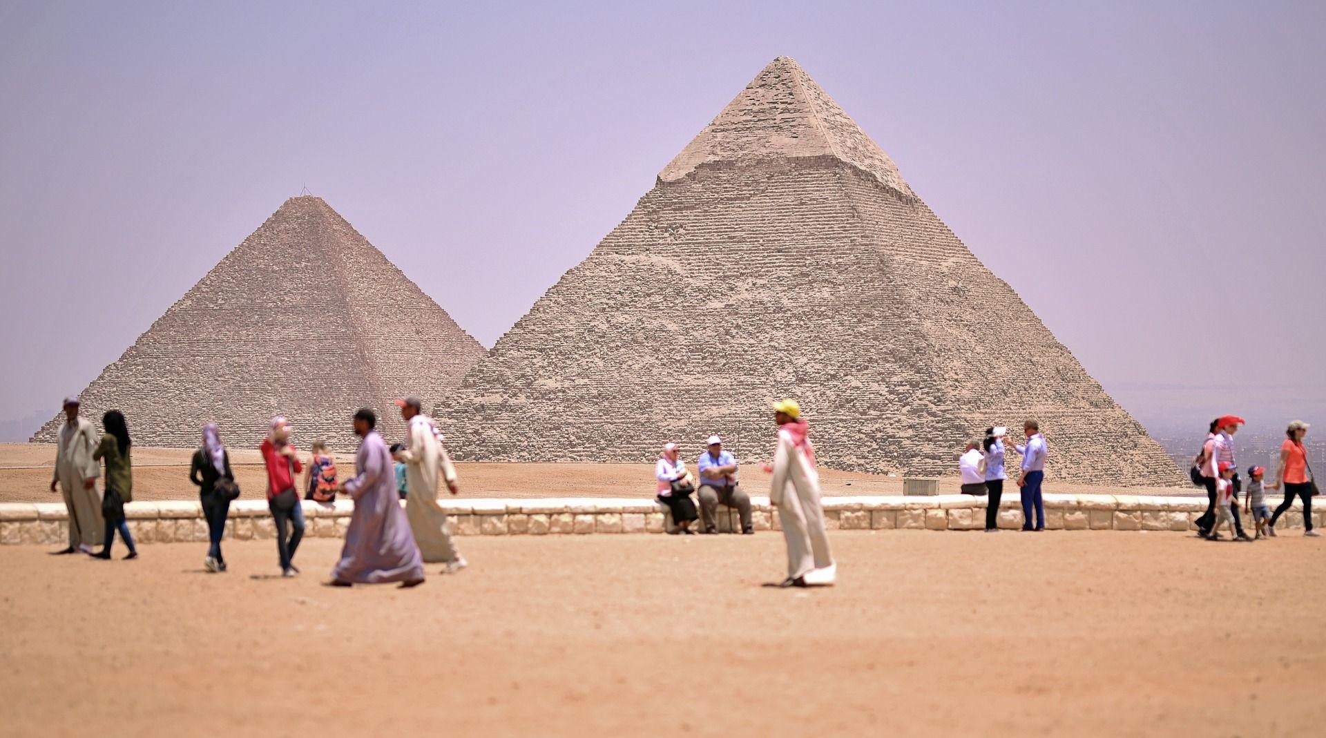 Najmanje 12 ozlijeđenih u eksploziji turističkog autobusa kod piramida u Gizi