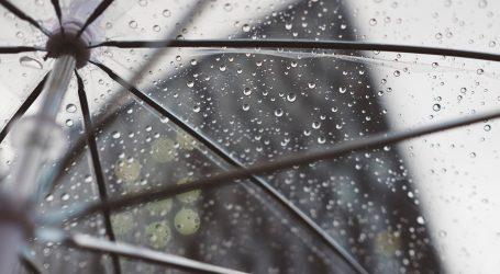 Oblačno, kišno i vjetrovito, mogući grmljavinski pljuskovi