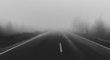 HAK: Magla smanjuje vidljivost, kolnici mokri i skliski