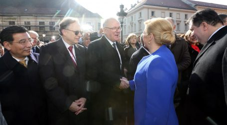 Grabar-Kitarović optužila Mimicu da se otuđio od birača i Hrvatske