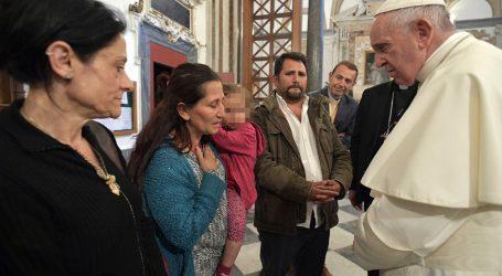 Papa zatražio oprost od Roma zbog povijesne diskriminacije