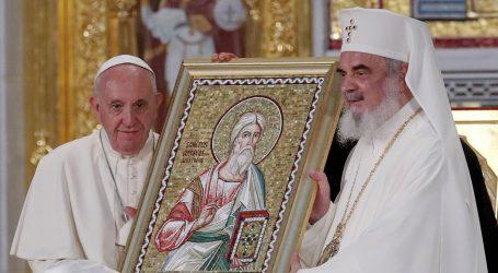 Papa zaključuje posjet Rumunjskoj beatifikacijom i susretom s Romima