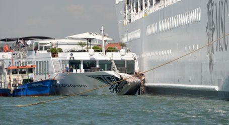 VENECIJA Sudar kruzera i turističkog broda, četvero ozlijeđenih