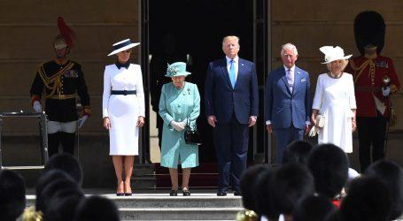 Donalda Trumpa u Buckingamskoj palači primila kraljica Elizabeta