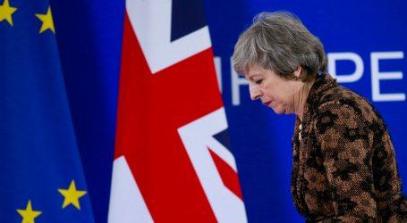 Predajom ostavke završila era May koju će povijest pamtiti po Brexitu