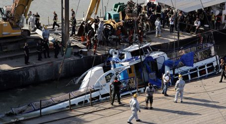 Mađarske vlasti s dna Dunava izvukle potonuli brod