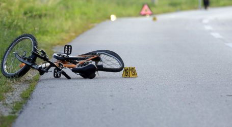 Dječak koji je ozlijeđen u naletu auta životno je ugrožen, u tijeku je operacija
