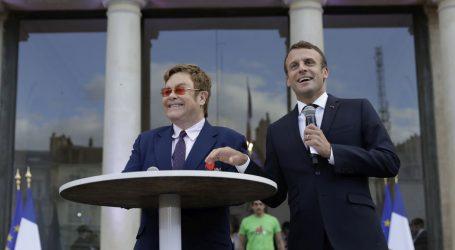 Pop zvijezda Elton John proglašen vitezom Legije časti u Francuskoj