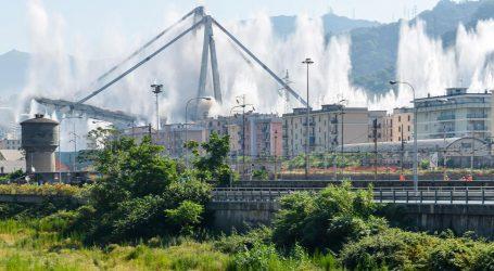 GENOVA Kontroliranim eksplozijama uništeni ostaci srušenog mosta