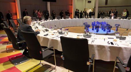Summit zemalja članica Europske unije počeo s više od tri sata zakašnjenja