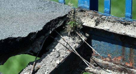 FOTO: Otpao komad Savskog mosta u Zagrebu