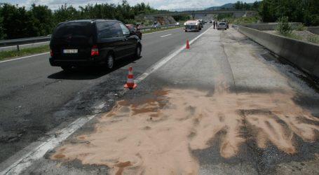 HAK 'Zbog zapaljenog vozila na A1 kod Jastrebarskom vozi se usporeno'