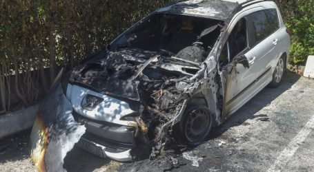 U Kaštelima izgorjela dva automobila