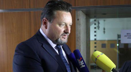 Bračani organiziraju potragu za nekretninama ministra Kuščevića