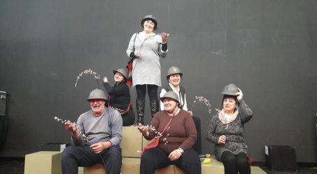 Kazališni spektakl ispred zagrebačke Mamutice
