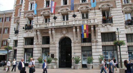 Grad Rijeka prigodno istaknuo povijesnu trobojnicu koju je ministar Kuščević zabranio