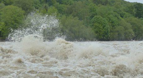 U poplavama u Kini poginulo najmanje pet osoba