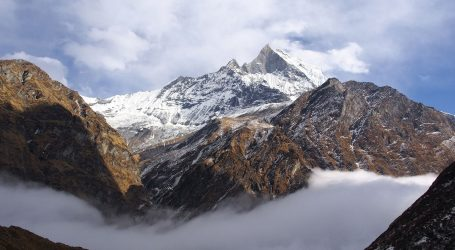 POTRAGA ZA PLANINARIMA: Iz helikoptera uočeno pet tijela na Himalajima
