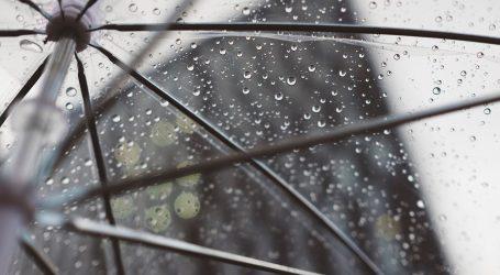 U unutrašnjosti promjenljivo sa sunčanim razdobljima, mjestimice kiša