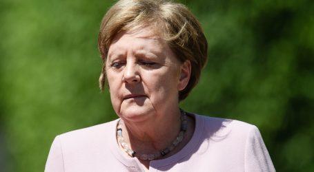 Merkel se po treći put tresla, opet prilikom stranog službenog posjeta