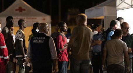 ITALIJA: Migrantima omogućeno napuštanje broda unatoč zabrani
