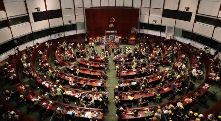 Prosvjednici okupirali parlament Hong Konga na nekoliko sati