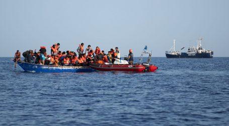 Sedmero mrtvih u prevrnuću broda s migrantima