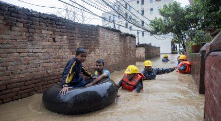 U poplavama u Nepalu poginulo 55 osoba, tisuće raseljenih
