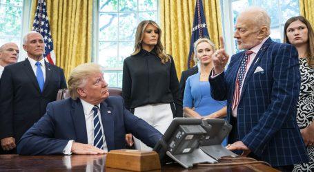 Trump u Bijeloj kući primio Buzza Aldrina i Michaela Collinsa