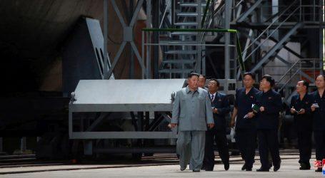 Kim Jong Un posjetio novu podmornicu, čini se da je opremljena projektilima
