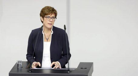 Prisegnula nova njemačka ministrica obrane Kramp-Karrenbauer