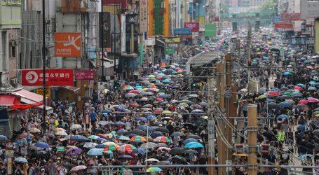 HONG KONG Aktivisti prosvjeduju unatoč zabrani, policija odgovorila suzavcem