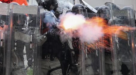 Policija u Hong Kongu se ponovno suzavcem obračunala s prosvjednicima