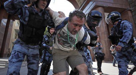 Na prosvjedu oporbe u središtu Moskve privedeno 317 prosvjednika i aktivista