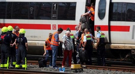 NJEMAČKA Muškarac gurnuo pod vlak osmogodišnjeg dječaka
