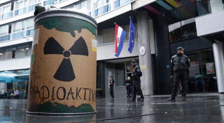 Aktivisti prosvjedovali pred hrvatskim veleposlanstvom u Sarajevu