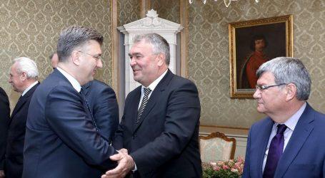 """EKSKLUZIVNA SNIMKA: """"U nas premijer bira i portira, nek' se uplete"""""""